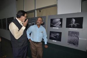Rajaram explaining his image to Shantha Kumar