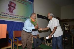 Murali Santhanam welcoming Shantha Kumar with a bouquet