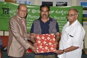 Surya Prakash receiving Memento