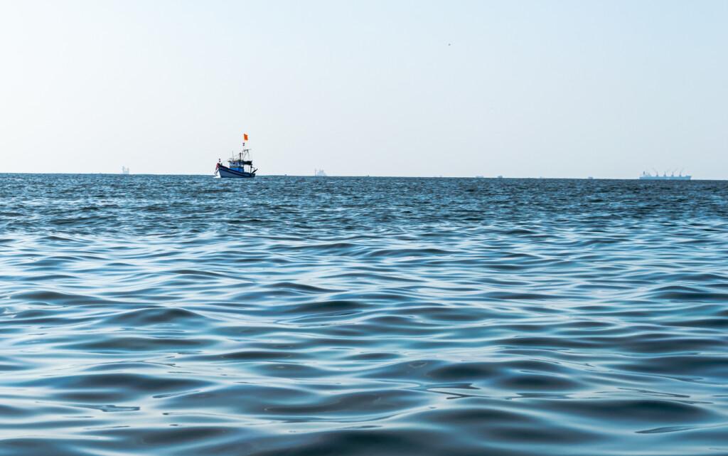 lone-sailor
